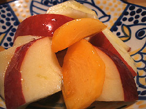 りんごと柿の甘酢<br />